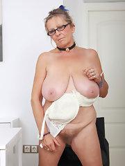 sexting naked thong pics